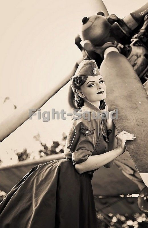 WW2 Picture Photo Pin up sexy girl Pinup on the Propeller